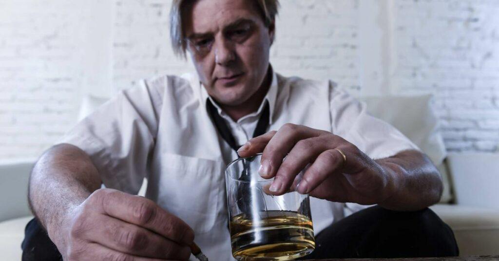Чтобы понять, что делать, нужно знать, что такое алкоголизм? ✓Что к нему приводит? ✓Что при этом происходит с организмом? Картинка
