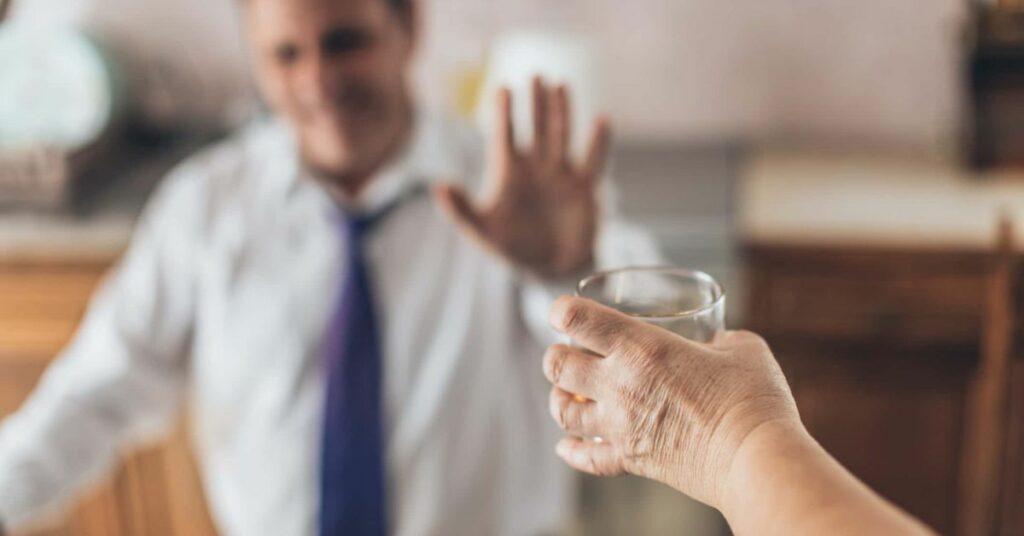 Существуют разные методы лечения алкоголизма. ✓Какой лучше и эффективнее? ✓Какой метод выбрать? ✓Какой поможет вам? Картинка