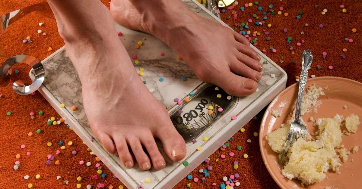 Симптомы ожирения характеризуются: ✓изменением внешнего вида, ✓проблемами со здоровьем. Как проявляется лишний вес? Картинка