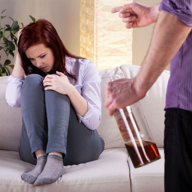 Чем характеризуется стадия физической зависимости от алкоголизма? Картинка