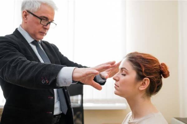 Главная особенность классического гипноза – настройка подсознания на здоровый образ жизни картинка