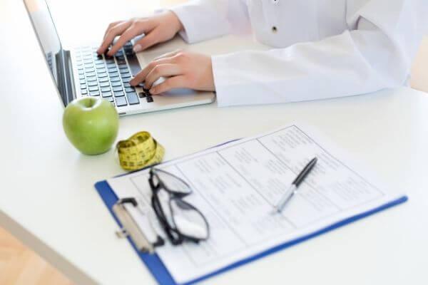 Когда и в каких случаях диетолог принимает в center mak в кабинете картинка